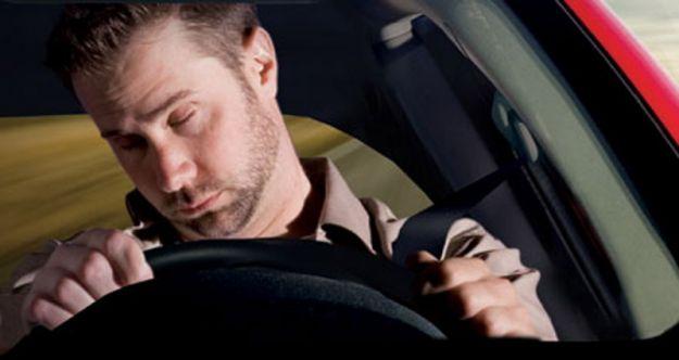 10 consigli per non addormentarsi alla guida