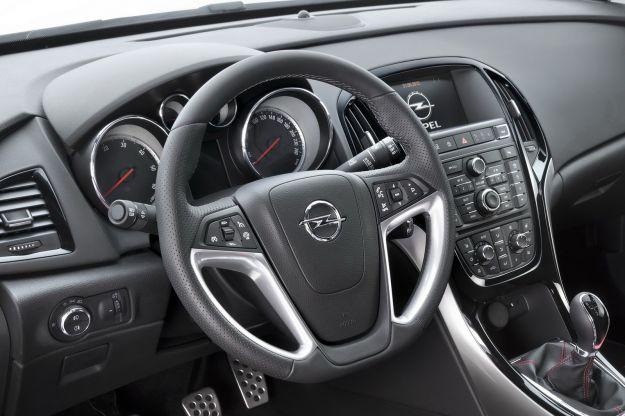 2013 Opel Astra 17