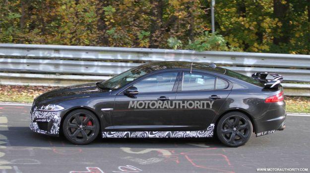 Jaguar XFR-S-spy fiancata