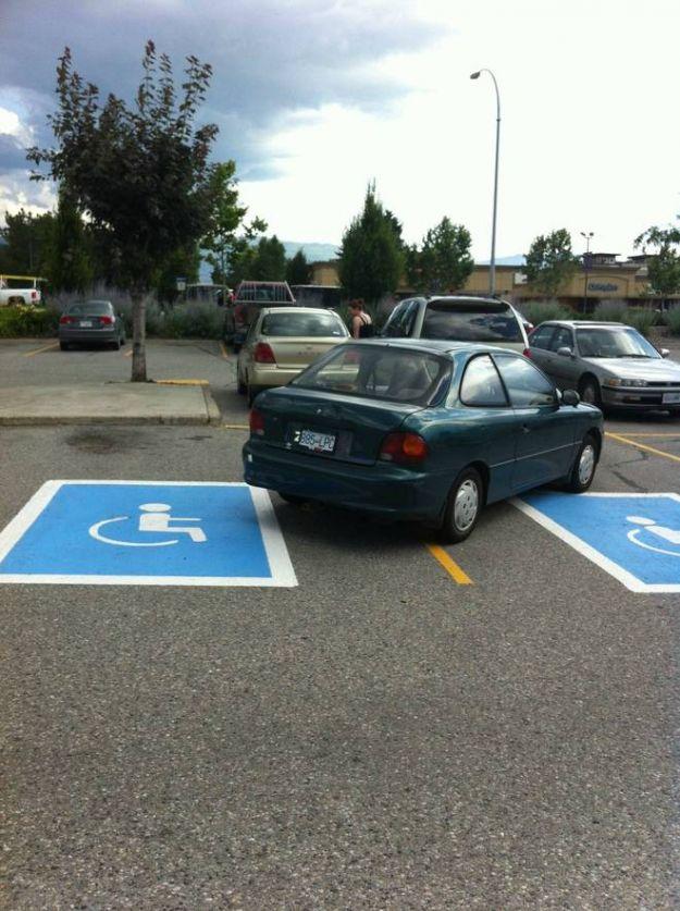 parcheggio maldestro