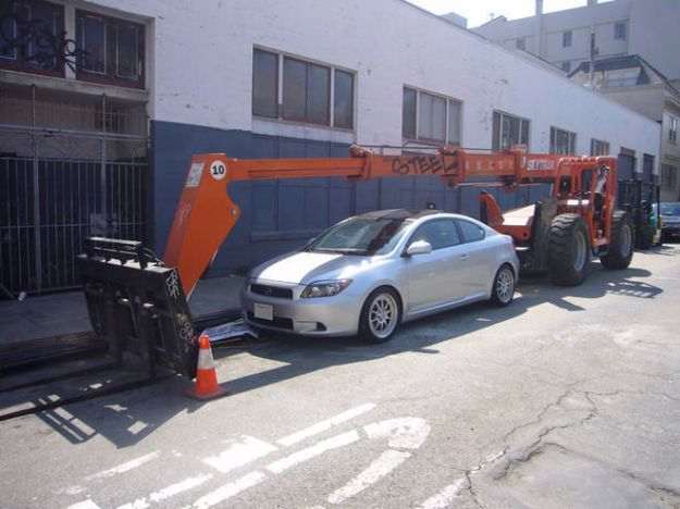 parcheggio auto ruspa