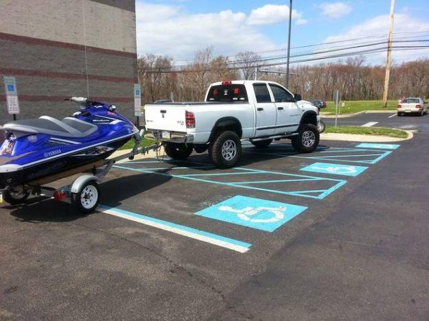 parcheggio america pick-up moto d'acqua