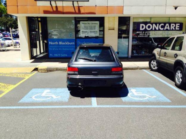 Subaru parcheggio assurdo