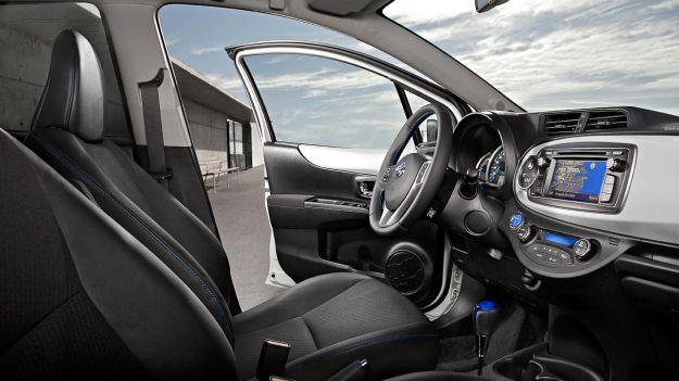 375127_4491_xl_2012 toyota yaris hybrid 3