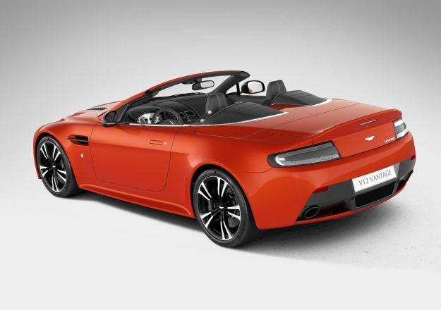 Aston Martin V12 Vantage Roadster, posteriore