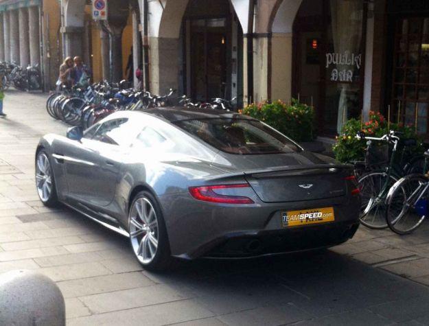 Aston Martin Vanquish, posteriore