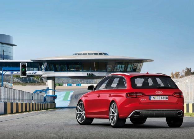 Audi RS4 Avant vista posteriore