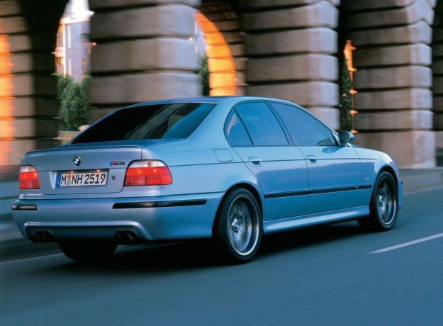 BMW M5_2001_1600x1200_wallpaper_07