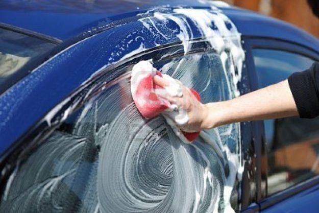 Come lavare l'auto senz'acqua