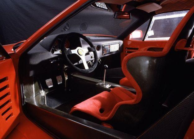 Ferrari F40, interni