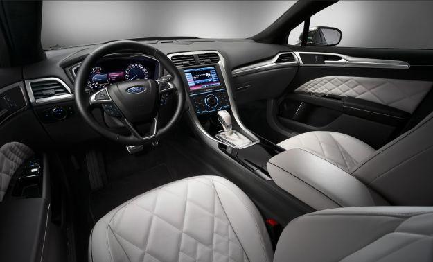 Ford Mondeo Vignale berlina, interni