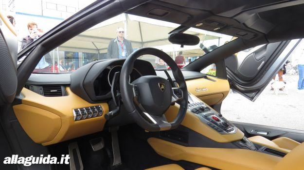 Lamborghini Aventador Roadster interni