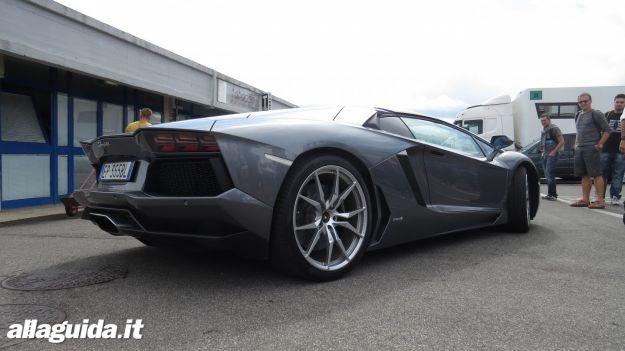 Lamborghini Aventador Roadster prova su strada