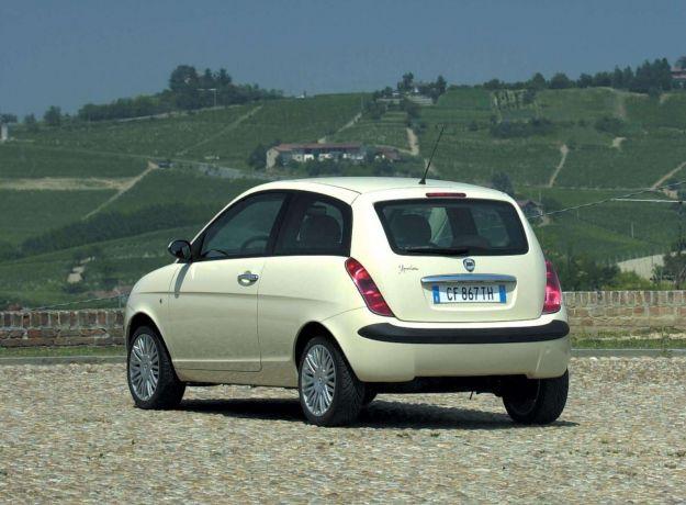 Lancia Ypsilon_2003_1600x1200_wallpaper_2e