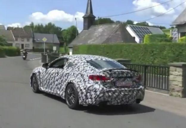 Lexus IS coupe 2014, foto spia posteriore
