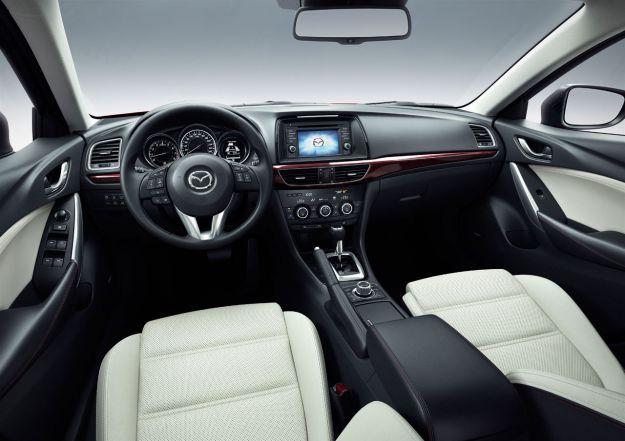 Mazda 6 dentro
