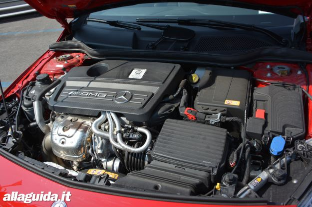 Mercedes A45 AMG Motore