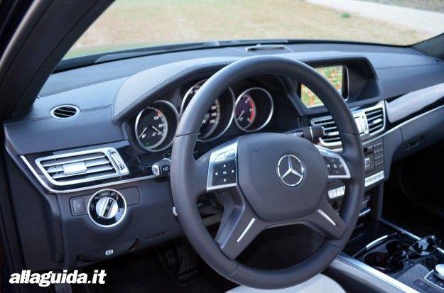 Mercedes Classe E 2013, posto di guida e interni