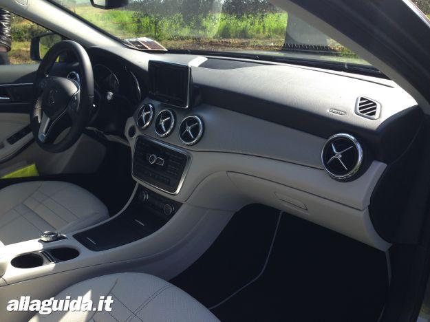 Mercedes GLA interni