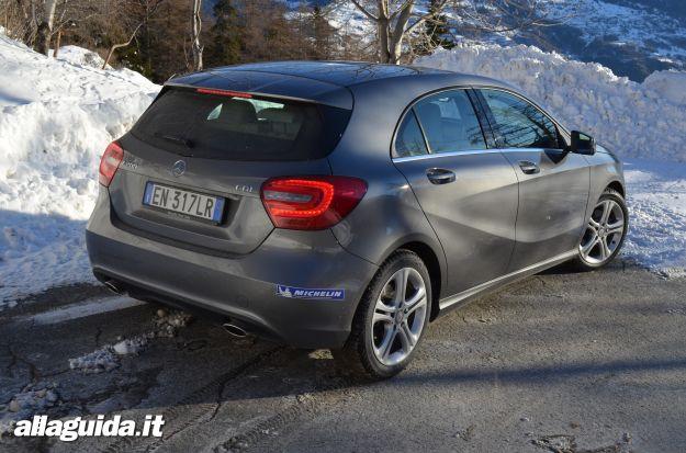 Mercedes classe a sulla neve