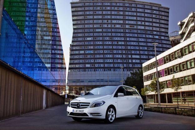 Mercedes_Classe_B_2012_bianca