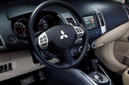 Mitsubishi Outlander nuovo modello plancia