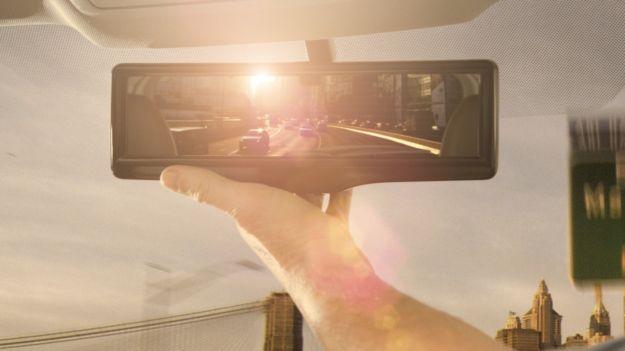 Nissan Smart Rearview Mirror foto