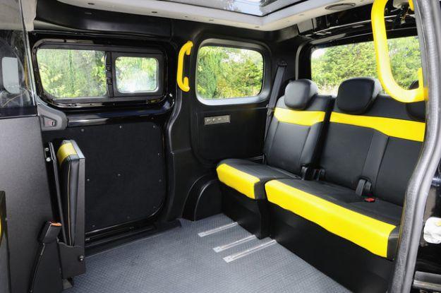 Nissan_NV_200_Taxi_Londra_2013_interni