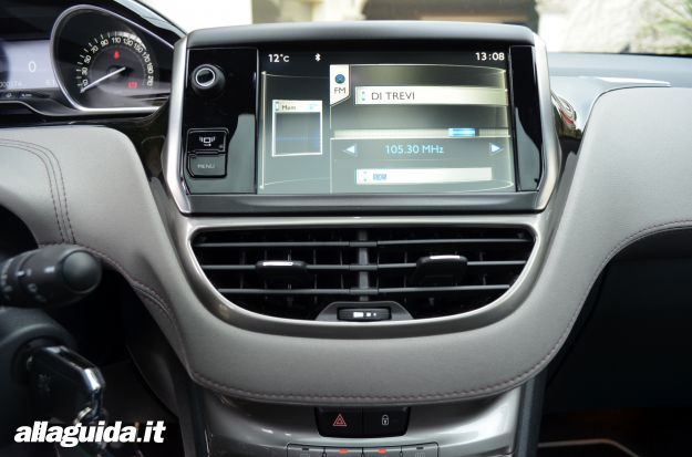 Peugeot 208 XY tecnologia di bordo