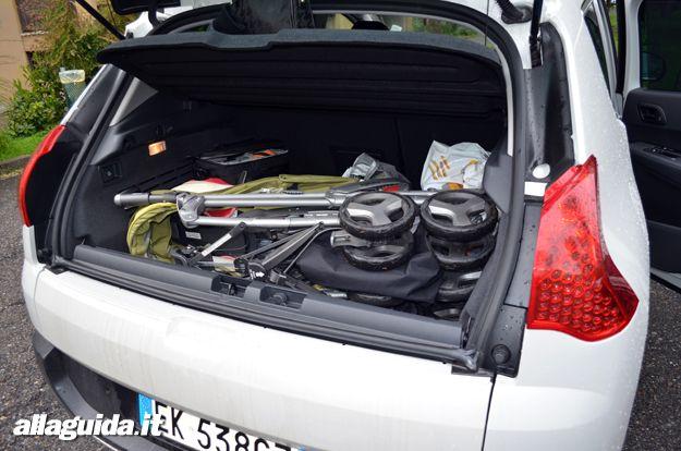 Peugeot 3008 HYbrid4 con passeggino