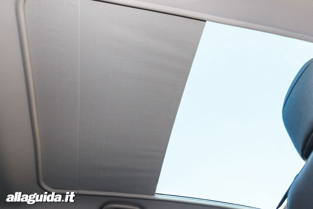 Peugeot 3008 HYbrid4 tetto panoramico