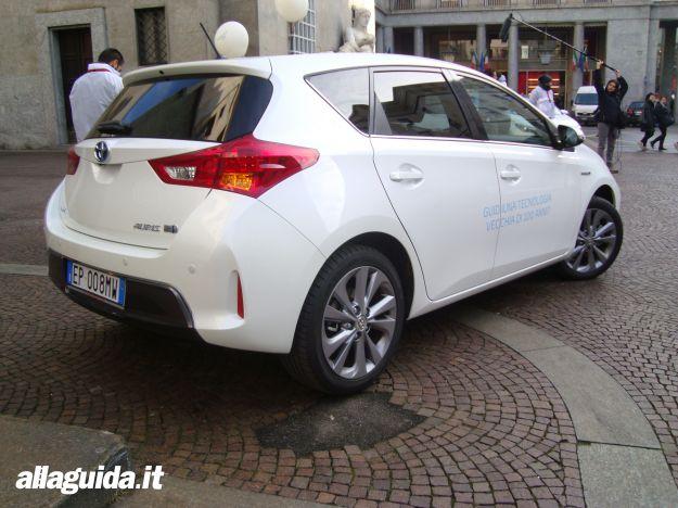 Toyota Auris Hybrid 2013 coda
