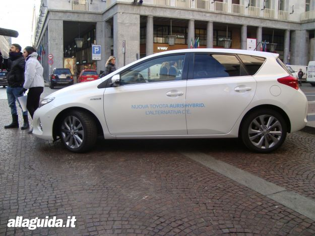 Toyota Auris Hybrid 2013 dimensioni