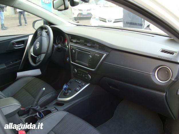 Toyota Auris Hybrid 2013 interni