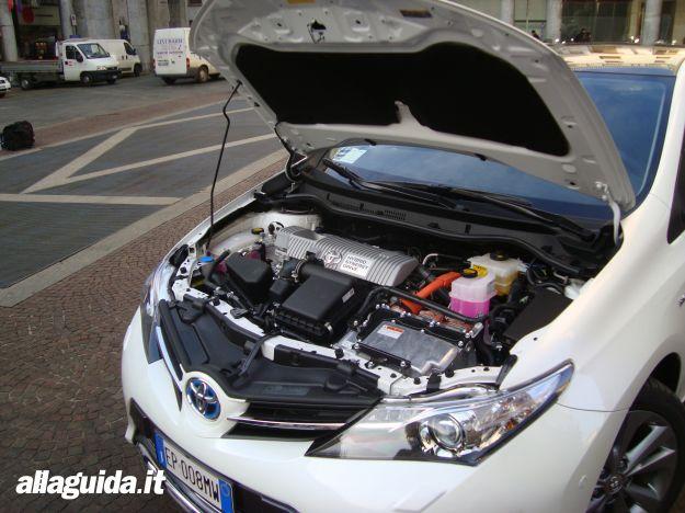 Toyota Auris Hybrid 2013 motore