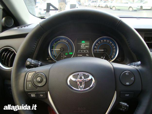 Toyota Auris Hybrid 2013 strumentazione