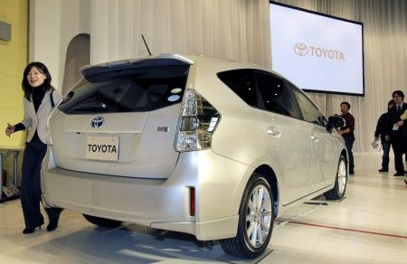 Toyota Prius V posteriore