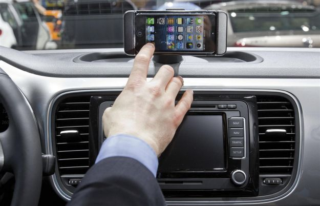 VW iBeetle iPhone su plancia