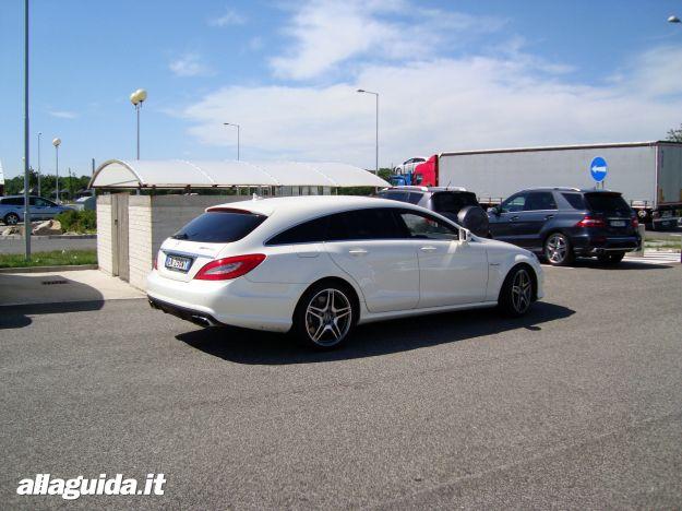 Vista della coda Mercedes CLS 63 AMG Performance