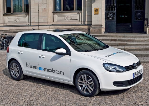 VW Golf blue e motion