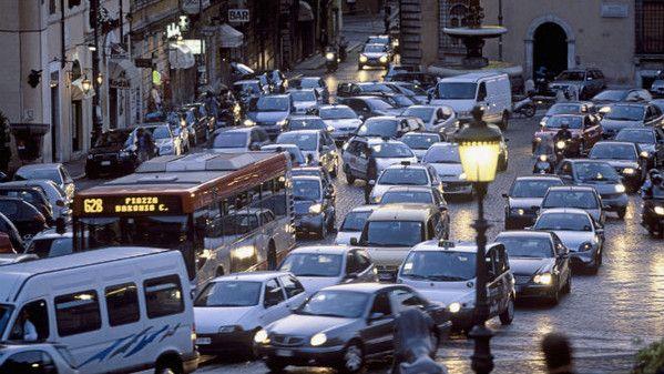 traffico città auto