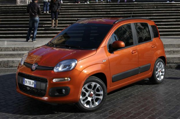 Fiat panda 2012 vs fiat 500 city car italiane a confronto for Auto super accessoriata