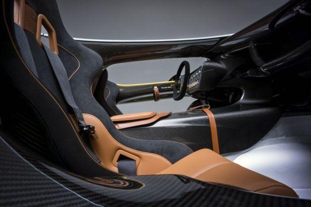 interni Aston Martin CC100
