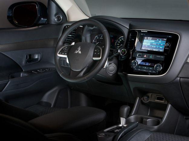 interni di Mitsubishi Outlander MY 2014