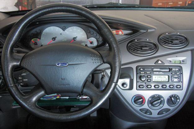 interno ford focus prima serie