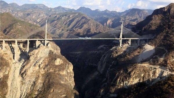 ponte baluarte bicentenario di lato