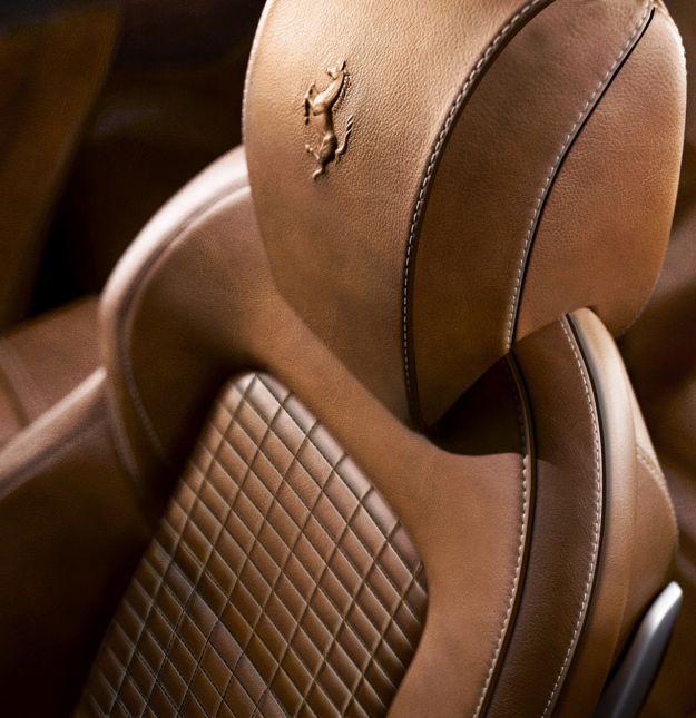 sedili e poggiatesta Ferrari FF Dressage edition