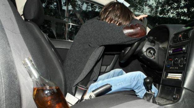 ubriaco auto fermo multato