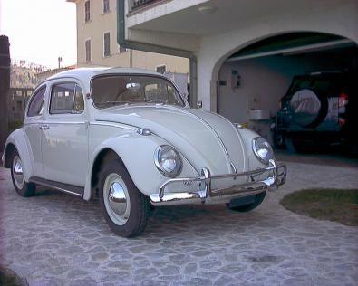 Una vecchia Volkswagen Maggiolino