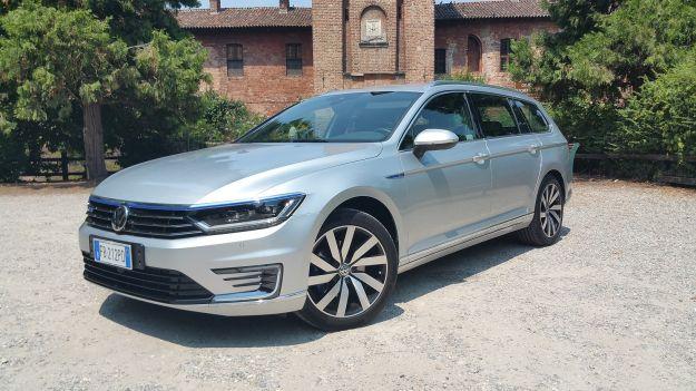 Volkswagen Passat Variant GTE: prova su strada, prezzo e scheda tecnica [FOTO]